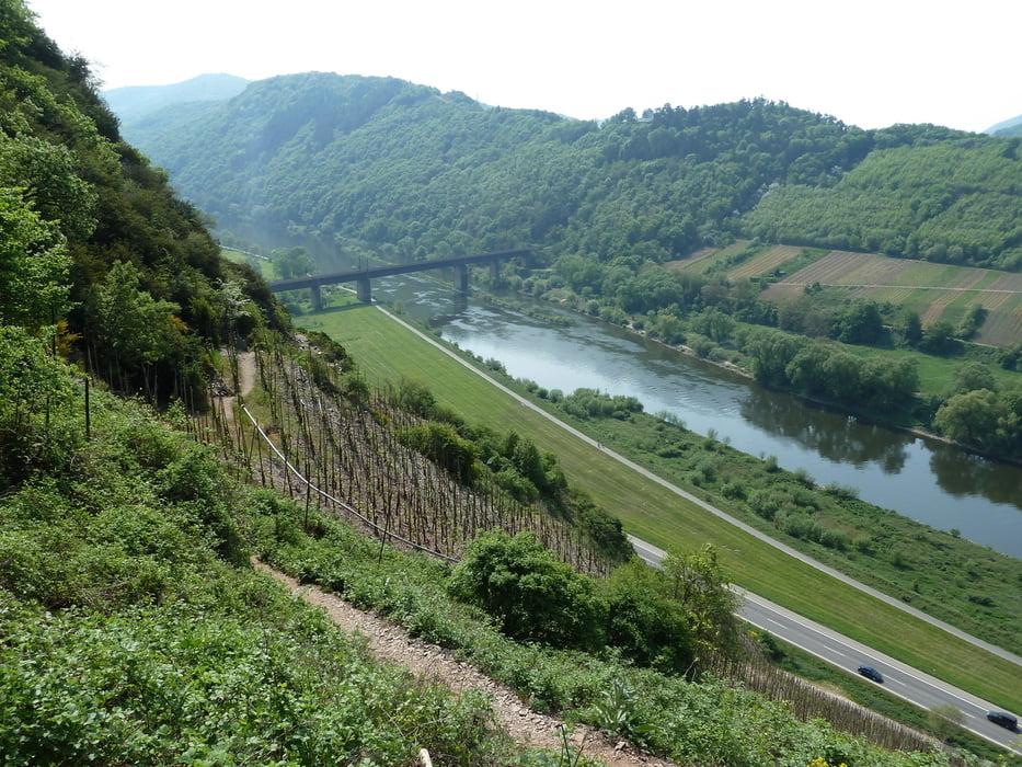 Klettersteig Cochem : Waterval bij start route de gemeentewerf in cochem bild von