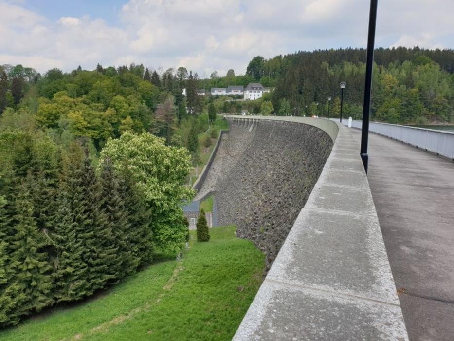 Staumauer der Talsperre Saidenbach