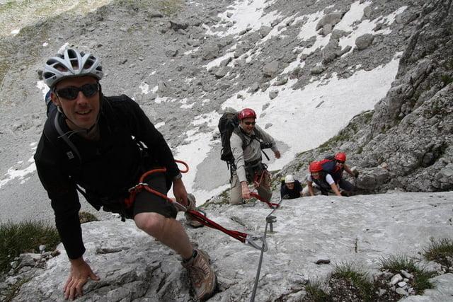 Klettersteig In English : Bergtour: eng lamsenjochhütte brudertunnel lamsenspitze hahnkampl